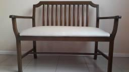 Conjunto de cadeiras em madeira (estilo namoradeira)