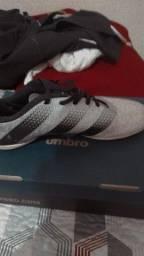 Título do anúncio: Vendo Tênis futsal Adidas