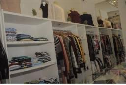 Lote de roupas para loja