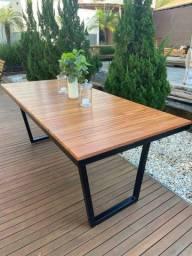 Mesa em madeira e metal