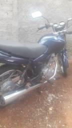 Vendo  ou troco em outra moto ou carro CG 125  ano 2003