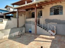 Título do anúncio: Cod->3213 Casa lote 240m² a venda 2 quartos 2 terraços, quintal 2 vagas no Santa Mônica
