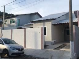 Ótima casa com 03 quartos em condomínio, área gourmet, próximo de Cabo Frio