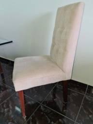 Mesa com cadeiras e aparador