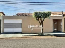 Casa com 3 dormitórios à venda, 144 m² por R$ 390.000 - Santa Mônica - Uberlândia/MG