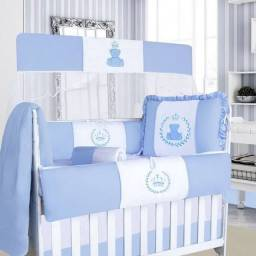 Kit de berço americano e bebê conforto.