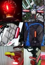 Título do anúncio: Lanterna Bicicleta. Pisca 2 cores ao mesmo tempo