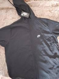 Título do anúncio: Vendo blusas e 3 corta vento
