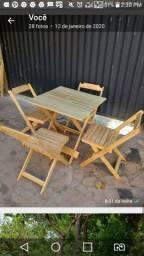 Vendo 1 mesa e 4 cadeira dobraveis
