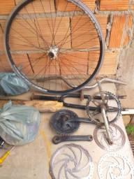 Varias peças de bike