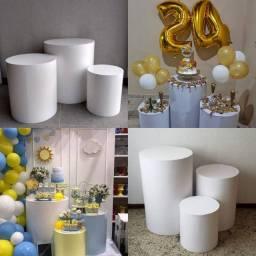 Aluga-se trio de mesas cilindro para festas