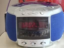 Rádio relógio toca CD (c/defeito)
