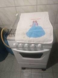 Tanquinho 10kg, fogão 4 bocas, sanduicheira, liquidificador, cafeteira,ferro de passar.