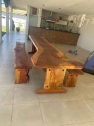 Vendo mesa rústica de madeira maciça