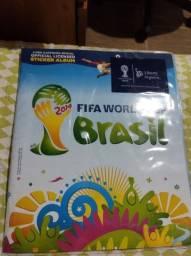 Título do anúncio: Álbuns de figurinhas da copa de 2014 e o Brasileirão 2012 completos