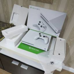 Xbox one 1TB c/caixa e controle c/borrachinhas intactas (aceitamos cartões em até 12X)