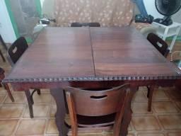 Mesa de madeira imbuia