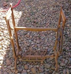 Base de mesa de maquina de costura antiga