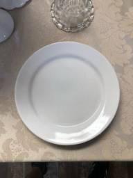 Vendo 15 pratos brancos