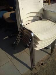 Título do anúncio: Cadeiras fixas cromadas