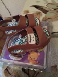 Sandália nova, na caixa