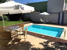Casa com 03 quartos, terreno com 720 m², piscina de alvenaria, próximo a lagoa