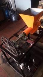 Título do anúncio: Máquina briquetedeira de carvao narguilé e churrasco