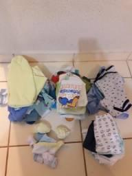 Vendo 33 peças roupa de bebê