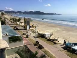 Apartamento 03 Quartos _ Frente mar _ Meia praia