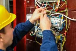 Eletricista e bombeiro hidráulico profissional