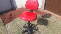 Cadeira Caixa Fixa Giratória em Perfeito Estado de Conservação