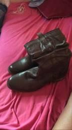 Vendo essa bota de couro nunca usada