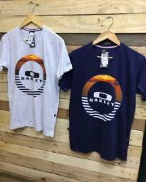 4 camisetas básicas por R$ 112,00 no dinheiro