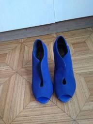 2 sapatos (azul / vermelho), tamanho 35.