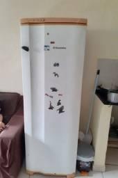 Vendo geladeira Electrolux usado por 400,00 reias