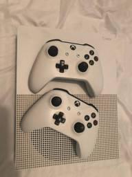 Vendo Xbox one s com 2 controles
