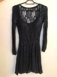Vestido de Renda, manga longa, com bojo, preto
