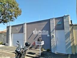 Casa com 3 dormitórios à venda, 200 m² por R$ 870.000 - Santa Mônica - Uberlândia/MG