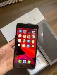 iPhone 8 Plus 64 Gb sem arranhões todos acessórios!