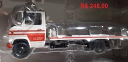 Título do anúncio: Caminhões Brasileiros Coleção 1/43 - Mercedes Dodge Kombi