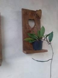 Título do anúncio: Floreira de madeira