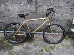 Bike de alumínio, só pega e andar, nada pra mexer