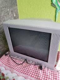 Televisão modelo antigo