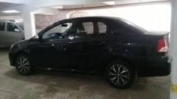 Toyota Etios preto - 2018