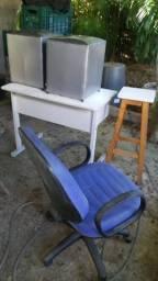 Escrivaninha cadeira giratória pufes e banqueta comprar usado  Belo Horizonte