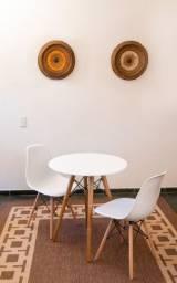 Mesa 70 cm de diametro + 2 cadeiras eiffell