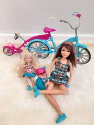 Irmãs da Barbie com bicicleta