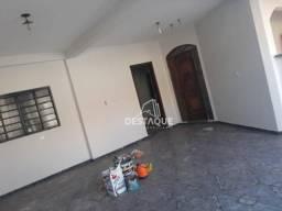 Sobrado com 4 dormitórios para alugar por R$ 1.700,00/mês - Vila Liberdade - Presidente Pr