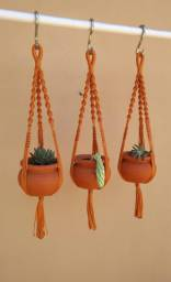 Suporte de plantas mini macramê
