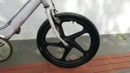 Linda roda de bike aro 20 extra nylon.